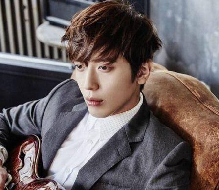 Yonghwa profile image