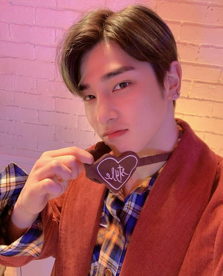 200122 - POCKETDOLZ Instagram Update Hangyul's selca 😻 He really looks handsome with that hair