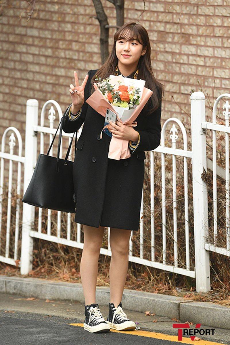 [Press] 200213 @ SOPA Graduation Ceremony Поздравляем Карин с выпуском из школы! 🎓