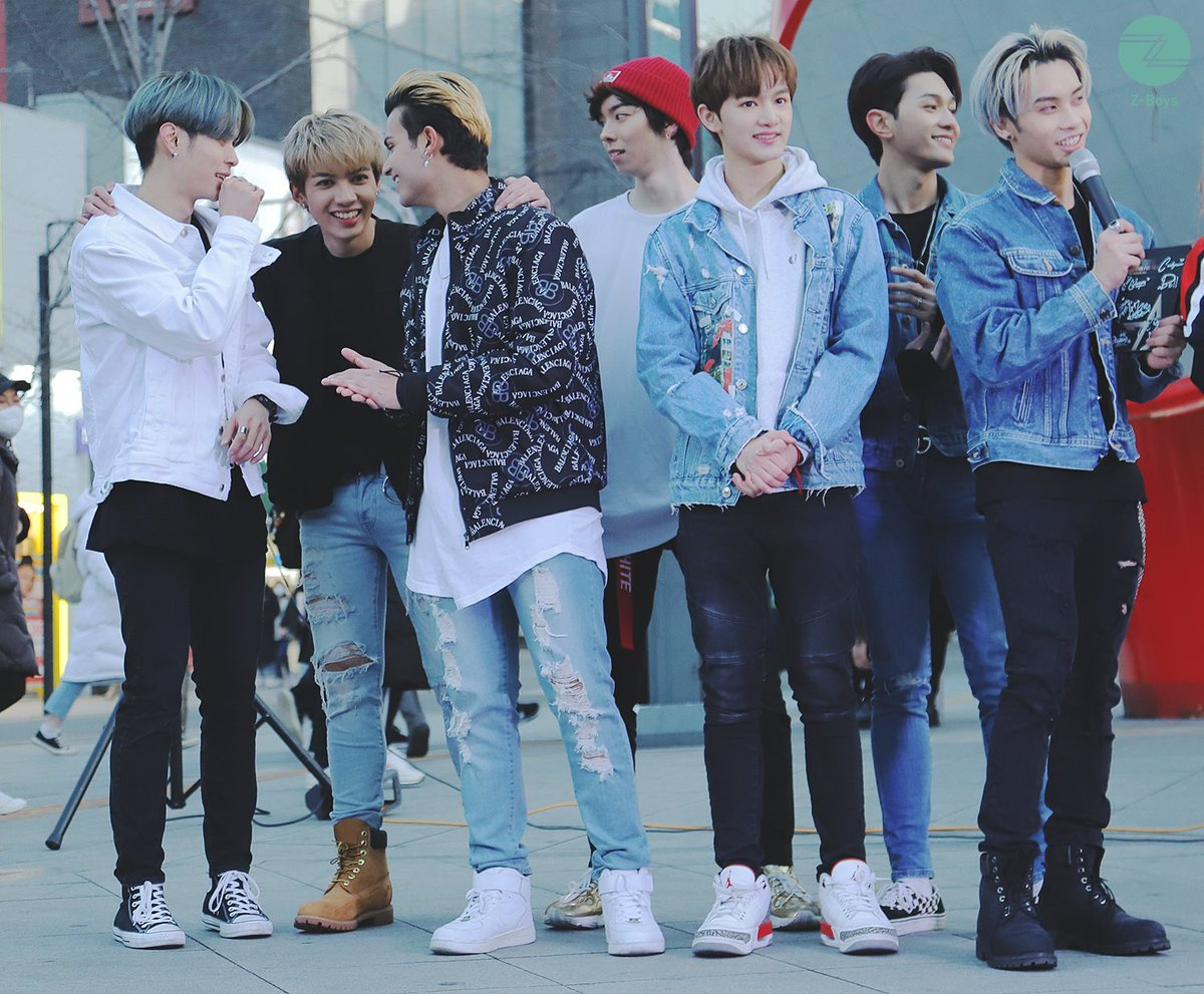 [Z-Boys] Z-Stars Sinchon Busking 200131 Here are your daily amount of Z-Boys busking pictures 🙌