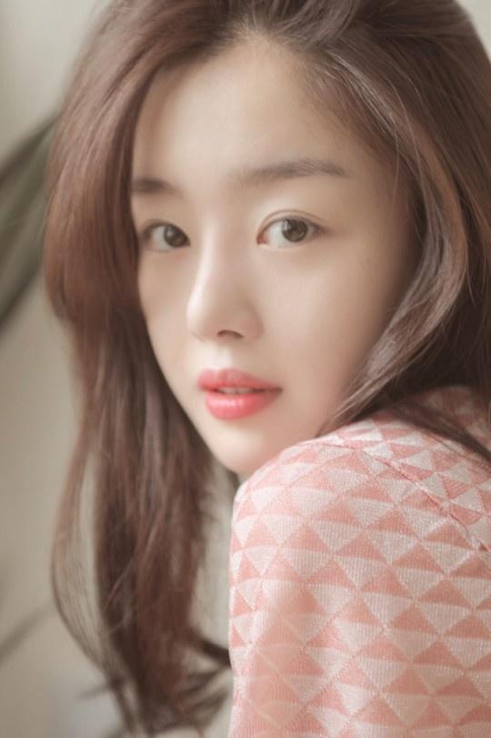 ♦ ฮันซอนฮวา (นักร้อง/นักแสดง) ตกลงเซ็นสัญญากับค่าย KeyEast เป็นที่เรียบร้อยแล้ว …