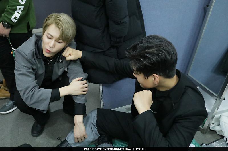 • 17.03.2020 • Atualização no Naver | Bastidores das atividades do DKB com 'Sorry Mama' Mais fotos: 🔗