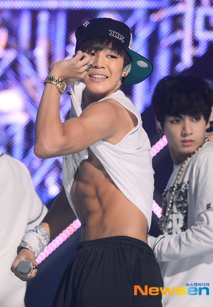 200325 Article About Bts Jimin S Debut Photos Showing His Chocolate Abs Attracted Fans Around The World Like Recommend Kpop Profiles Makestar