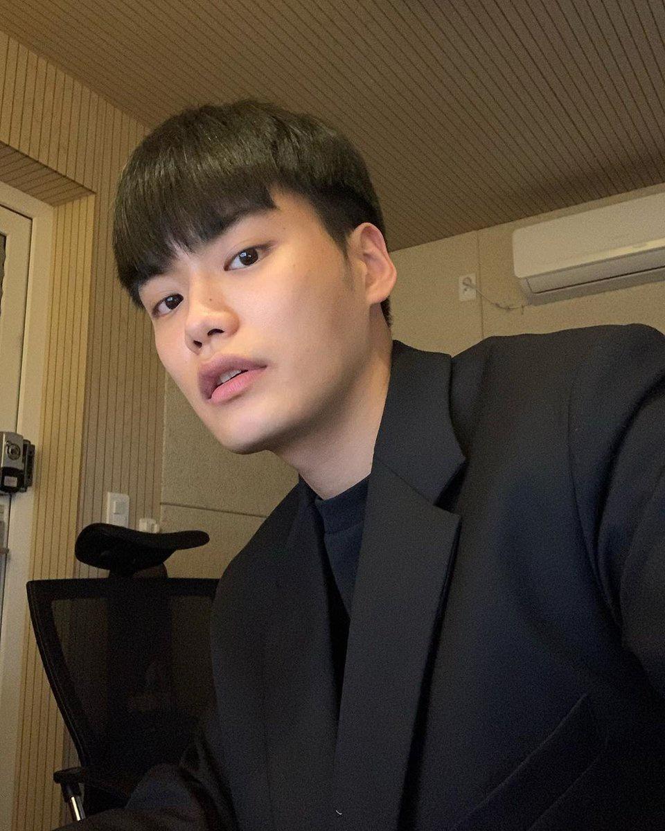 """[IG] 200415 - Post de la cuenta de Hyunkyu """"En el estudio"""""""