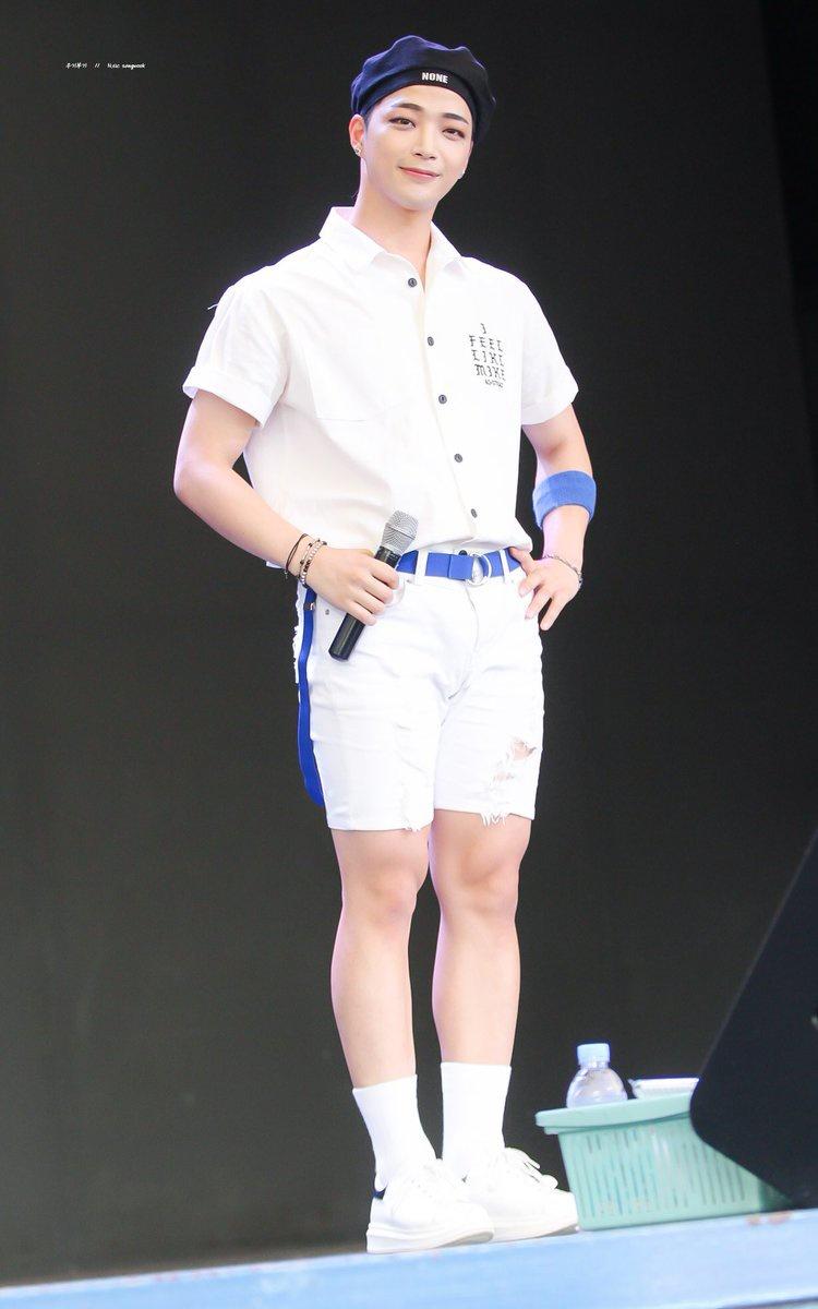 📷180803 경주월드 베레모 욱이 보고싶어서 보정했어😗💕 오늘도 많이 보고싶구 사랑해❤