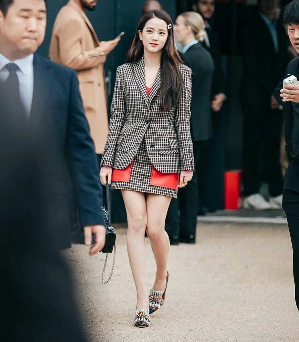 JISOO @ LONDON FASHION WEEK - BURBERRY SHOW 190916