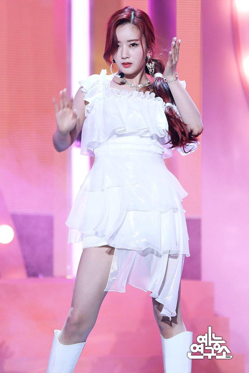 "(3) 200424    MBC Entertainment NAVER Post Apink ""DUMHDURUM"" Performance on Show! Music Core 200418 🌸"