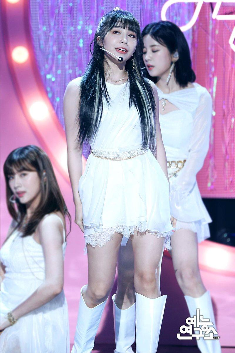 "(4) 200424 || MBC Entertainment NAVER Post Apink ""DUMHDURUM"" Performance on Show! Music Core 200418 🌸"