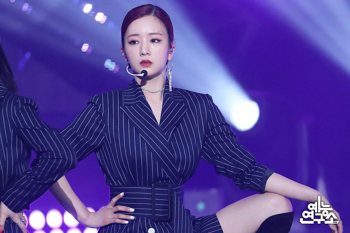 "(2) 200430 || MBC Entertainment NAVER Post Apink ""DUMHDURUM"" Performance on Show! Music Core 200425 ❤"