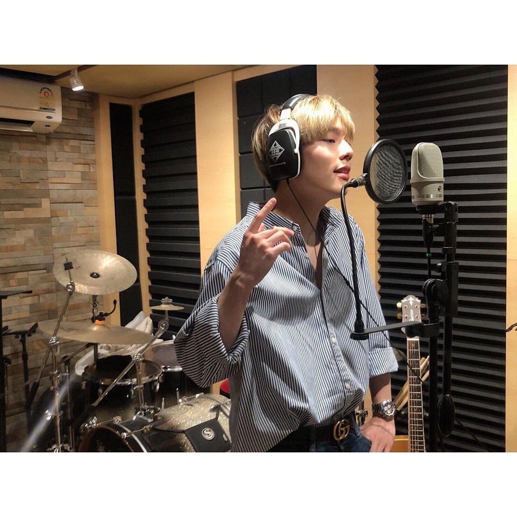 "IG : yupapron65 🍀🍀 28.05.2020 จัดเซอร์ไพรส์กับความดูโอ 2 หนุ่ม กับ New Single 'Since' ใน The Moment ""Since"" Coming Soon by_2"