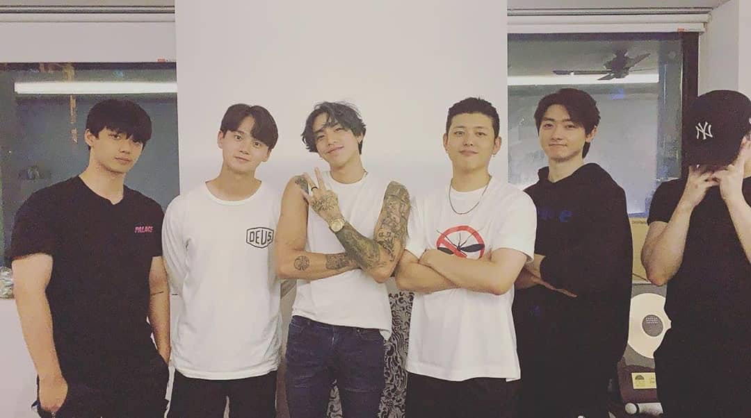 [200710] jjun_0925 Instagram güncellemesi: Eski C-Clown üyeleri ile buluşmuş. Diğer üyelerde paylaşım yaptı. Ayrıca ayak bileğinin incitmesinden sonra ilk defa yüzünü görüyoruz 💕