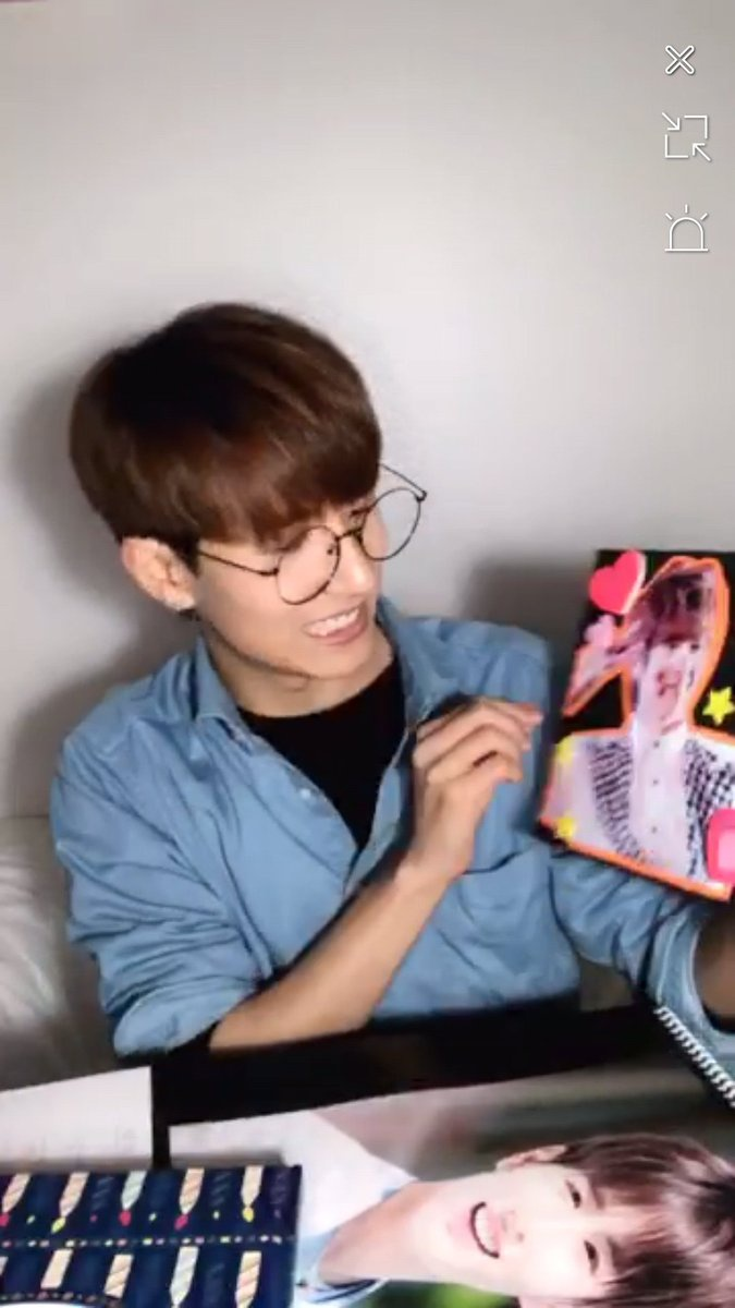Minu showing us his gifs ♥_2