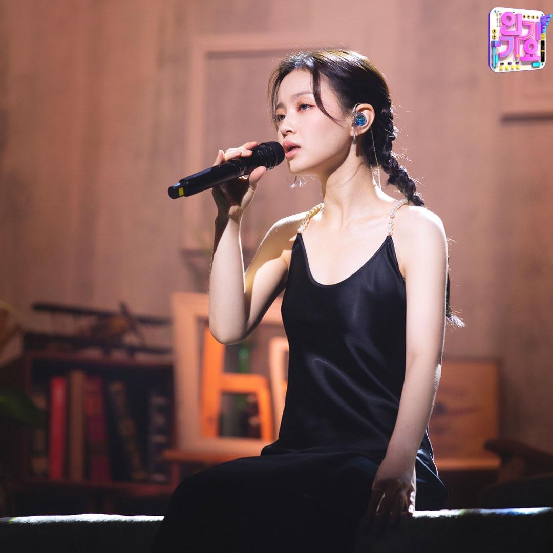 소미하이 블랙에 치여버림🖤 두 분 옷 상표 좀 볼게요 천사표인가 보려고요💖 SBS <인기가요> ☞ 일요일 오후 3시 50분 방송_4