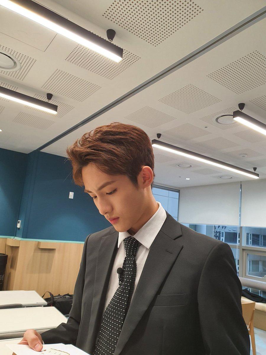 📸 ー ➥ 050820 ; SNS Winwin a posté une nouvelle photo sur ses comptes weibo et instagram! WB: « Nouveaux employés, venez au rapport » IG: «📷📷 »