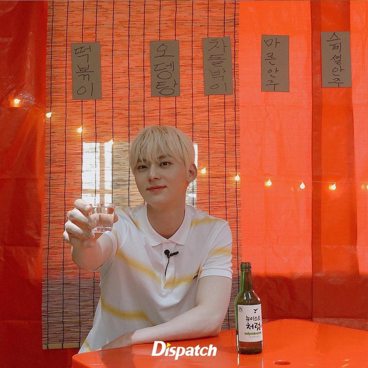 """200809 มินฮยอนจาก instagram ของ Dispatch (2) """"สุขสันต์วันเกิดของ 'NU'EST' มินฮยอนครับ🎂💝 เพื่อเป็นที่ระลึกในวันเกิด เปิดเผยรูปที่ไม่เคยเปิดเผยที่ไหนมาก่อน🦊💕_3"""