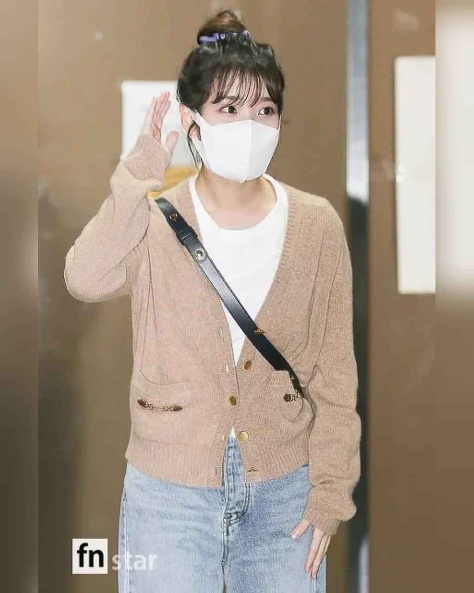 200915 IU leaving KBS Building after filming of Yoo Heeyeol's Sketchbook. IU BEST GIRL_1