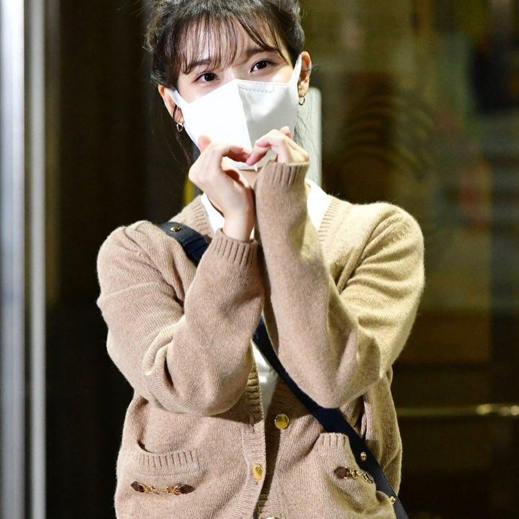 200915 IU leaving KBS Building after filming of Yoo Heeyeol's Sketchbook. IU BEST GIRL_4