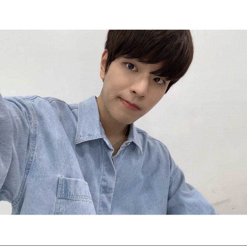 📱INSTAGRAM | 200916 Seungmin • (Trans) 2/2 Eunhyuk sunbaenim, ¡gracias por cuidarnos bien también!! Por favor, dale mucho amor al Spit-heart* de ahora en adelante también uhahahah🤗_3