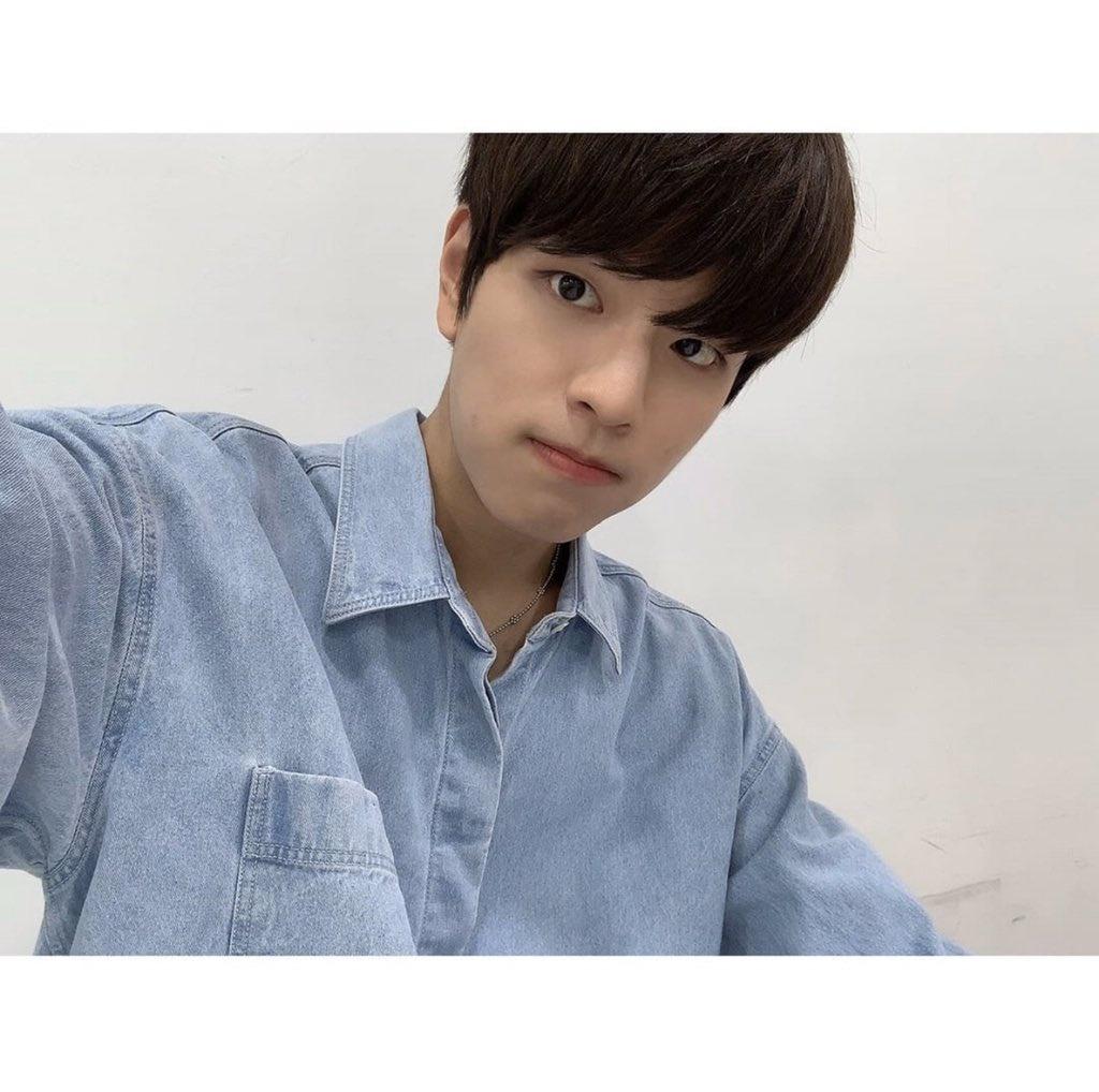 📱INSTAGRAM | 200916 Seungmin • (Trans) 2/2 Eunhyuk sunbaenim, ¡gracias por cuidarnos bien también!! Por favor, dale mucho amor al Spit-heart* de ahora en adelante también uhahahah🤗_4