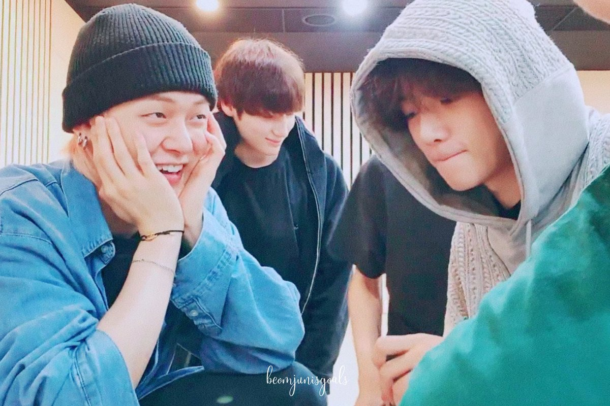 beomjun stans, do we all know there's something in the way yeonjun looks at beomgyu in vlives ? i made a small thread for you all AND for myself :) yes, i'm just simping over them ( ²⁴⁷ ) 200913_3