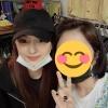 """🍭25/05/2020🍭 Tzuyu visitó una tienda vintage """"Newtro Seongsu"""", se tomó foto con la trabajadora y también les dejó un mensaje La trabajadora dijo que Tzuyu es realmente bonita incluso cuando solo veía sus ojos 🥺 Cr."""