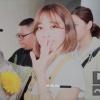 [PHOTOS] 200721 — Soyoung foi vista hoje à tarde, provavelmente voltando ao BOOTCAMP para as gravações. Ela acenou para alguns fãs presentes e aceitou as flores que um deles lhe ofereceu no caminho._2