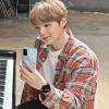 200803 ▌FOTOS📸  La página oficial de Samsung subió imágenes nuevas de en su sitio online. 🔗 …   Cr: Samsung - Suga 슈가 Argentina -🍭_1