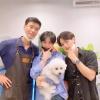 {TRAD} 200809 Twitter [SEOKJIN] He ido a visitar la cafetería de hyung por el aniversario de ClickB!! La lleva Minhyuk sunbaenim y me ha dado un regalo para Genie~! Gracias!! Feliz 21 aniversario!! Visitadlo con N.CUS~_1