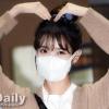 200915 1/3 IU mentre esce dall'edificio di KBS Seoul Yeouido dopo aver completato oggi la registrazione di YHY Sketchbook IU BEST GIRL_4