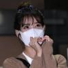 200915 3/3 IU mentre esce dall'edificio di KBS Seoul Yeouido dopo aver completato oggi la registrazione di YHY Sketchbook IU BEST GIRL_2