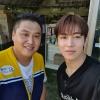 """[200916] UDDD çektiği böcek çiftliğinin sahibi Instagram'da bir fotoğraf paylaştı """"SF-9 Dawon böcek çiftliğini ziyaret etti. Youtube programı olan """"UDDD"""" çektik! Tanıştığımıza memnun oldum ^^""""_2"""