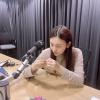 """[📷] 16.09.2020 - Atualização da Umji em seu Instagram (ummmmm_j.i). """"Trabalhando duro para fazer o após o rádio 💍 ENG.: GFSquad__com PT.: UmjiBrasil_3"""