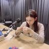 """[📷] 16.09.2020 - Atualização da Umji em seu Instagram (ummmmm_j.i). """"Trabalhando duro para fazer o após o rádio 💍 ENG.: GFSquad__com PT.: UmjiBrasil_2"""